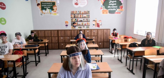 face-shields-for-students-2